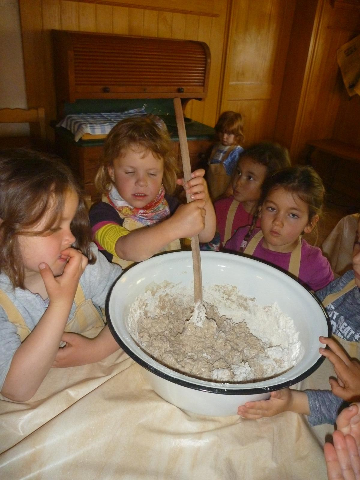 Kleine Brotbäcker in Aktion
